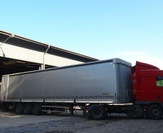 Przeładunek towaru paletyzowanego i kontrola jakościowa i ilościowa przesyłki.